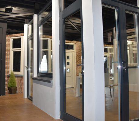 aluminium kozijnen toonzaal Den Haag
